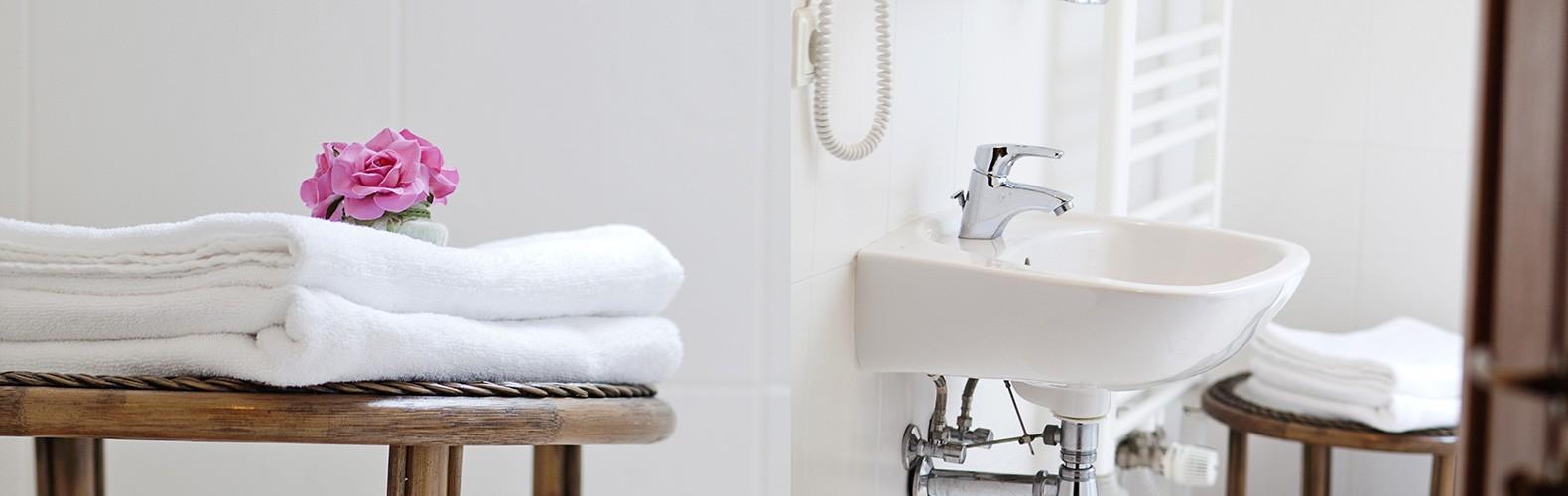 Standartinių dviviečių kambarių vonia | Kernavės bajorynė