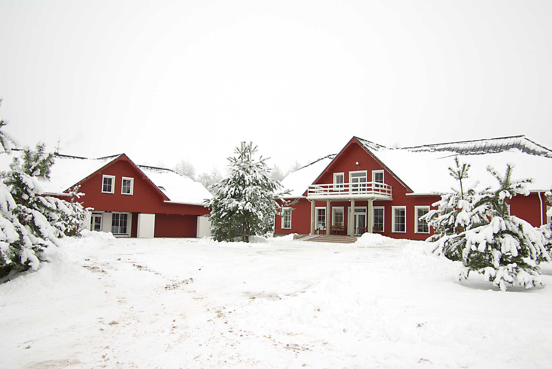 Svečių namai žiemą | Kernavės bajorynė